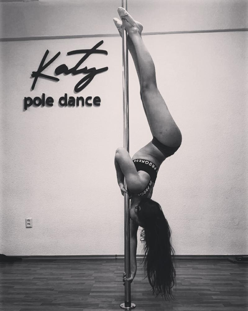 Katy Pole Dance
